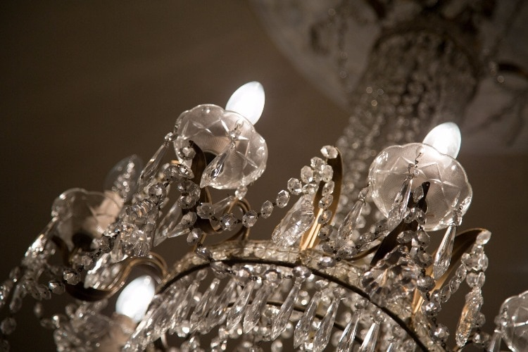How to clean a chandelier in minutes