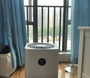 using air purifier opening the window
