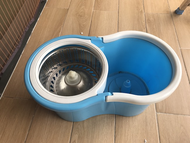 how to clean mop buckets