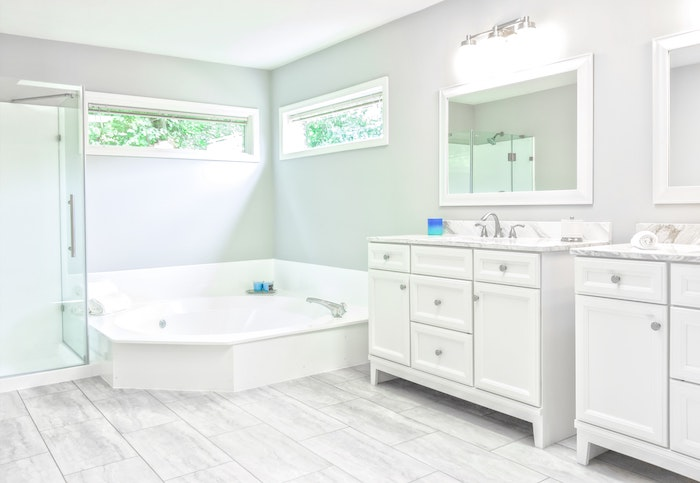 How Much Does a Jacuzzi Bathtub Cost?
